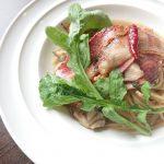 炙り黄金豚ベーコンと舞茸、ルッコラのオイルパスタ山椒風味