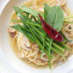 白魚とサラダほうれん草のペペロンチーノ